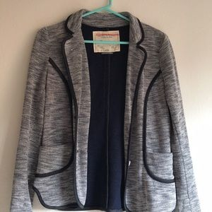 Gray Cartonnier blazer with navy blue accents
